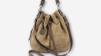 59d6873418 Máte v šatníku tento módny trend  Vrecové kabelky vám určite nesmú chýbať!